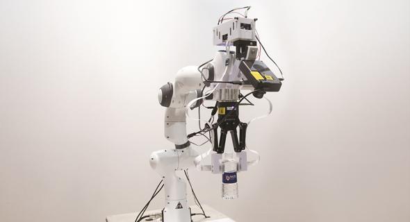 רובוט המזהה מגע , צילום: אינטל National University of Singapore
