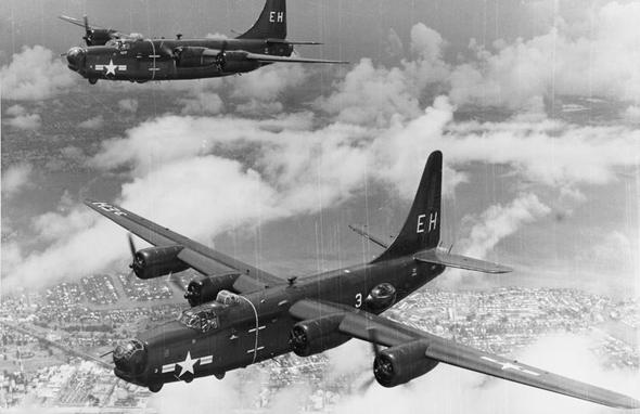 מטוסי PB4Y2 פרייווטיר. מדובר בגרסה משופרת של ה-B24 ליברייטור