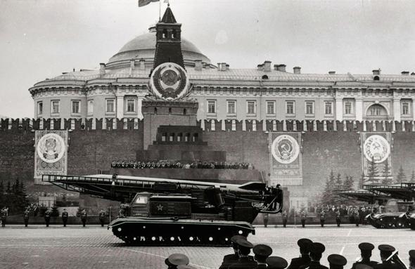 """טיל קרקע קרקע במצעד צבאי ברוסיה. היכן הופעל? אף קמ""""ן לא ידע"""