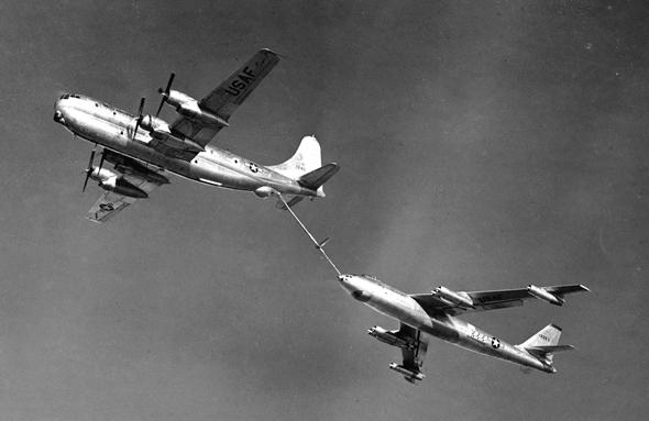 מטוס תדלוק KC97 מתדלק RB47