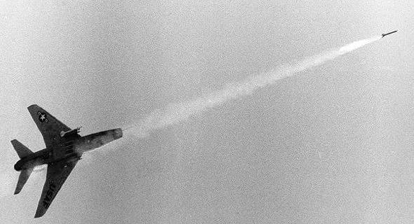 מטוס F100 משגר סיידוויינדר, צילום: USAF