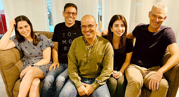 צוות משרד חברון זלצמן. מימין לשמאל: ניר מרקוביץ