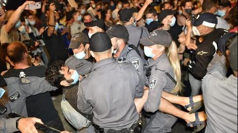 ההפגנה מול ביתו של נתניהו, אתמול בערב, צילום: יואב דודקביץ