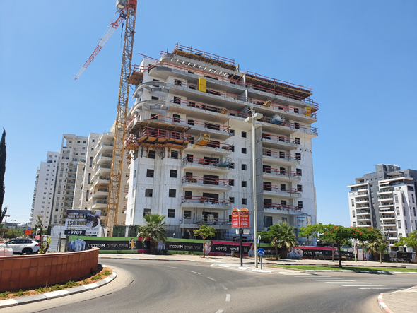 בנייה בפתח תקווה, צילום: דוד הכהן