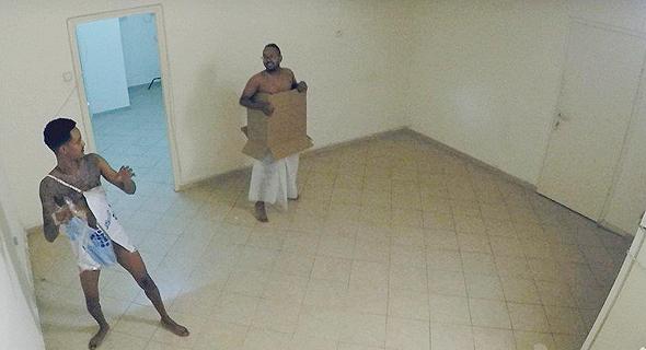 """מתוך """"מתחילים מאפס"""". """"בניגוד לארצות אחרות הישראלים יצאו מהבית בלי בגדים, לקחו את זה כמשימה"""""""