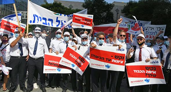 עובדי ארקיע מפגינים נגד השבתת החברה, צילום: יאיר שגיא