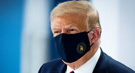 "דונלד טראמפ נשיא ארה""ב מסכה קורונה יולי 2010, צילום: רויטרס"