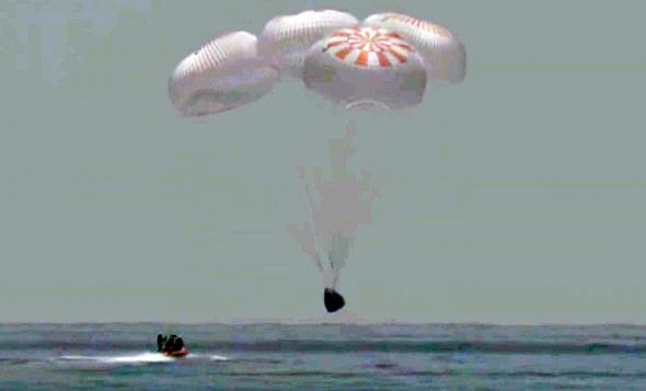 החללית נוחתת במפרץ מקסיקו, צילום: איי פי