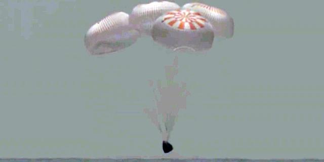 לאחר חודשיים: החללית של SpaceX חזרה בשלום לכדור הארץ