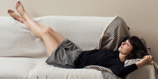 מיהרה ולבשה פיג'מה: השהות הכפויה בבית מובילה לשינוי במלתחה