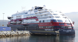 הספינה שבה התגלו החולים , צילום: AP