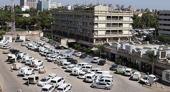 מתחם חברת חשמל שבו מתוכננים להבנות מגדלים ברחוב יגאל אלון תל אביב, צילום: עמית שעל