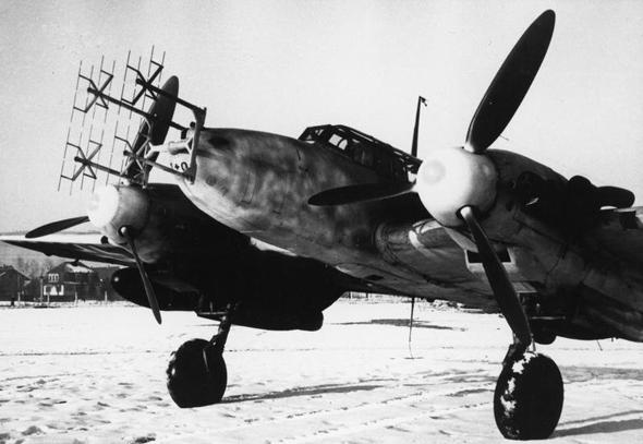 """מטוס מסרשמיט ME110, בחרטומו אנטנות מכ""""מ לציד מפציצים, צילום: IWM"""