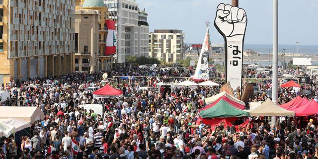 חבלי תלייה וגז מדמיע בביירות: הפגנת הלבנונים נגד השלטון