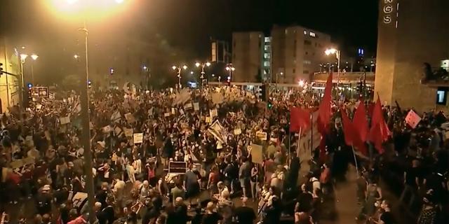"""ערב של מחאות בקיסריה, בי-ם ובגשרים: """"זו מלחמה בשחיתות"""""""