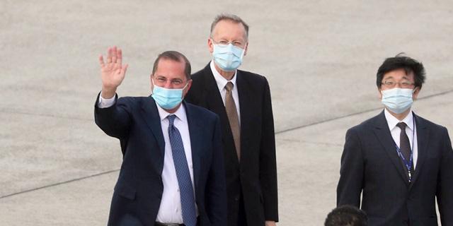שני משמאל: שר הבריאות האמריקאי אלכס אזאר בטייוואן, צילום: אי אף פי