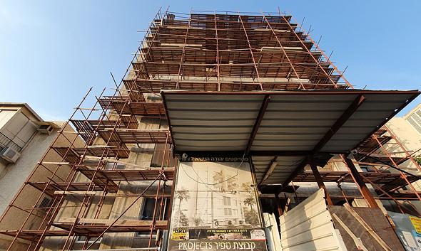 הבניין ברחוב יהודה הנשיא 7 ברמת גן. גורל כספם של רוכשי הדירות יוכרע בהתאם לתביעות חוב שיוגשו למפרק , צילום: אוראל כהן