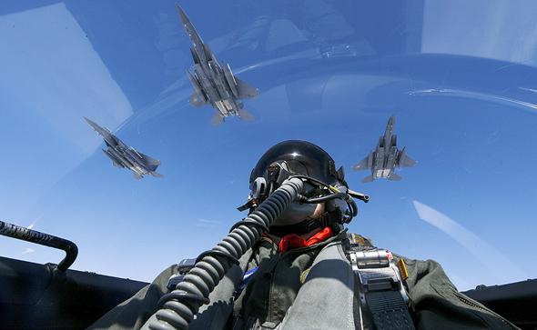 מבנה F15 באימון