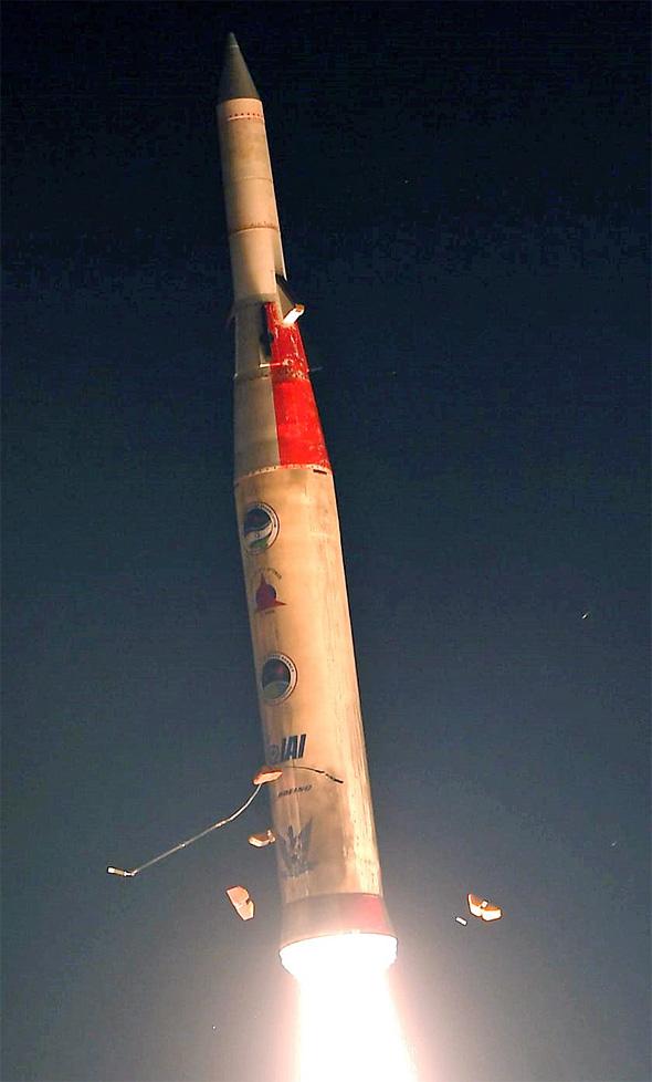 שיגור החץ-2, אמש, צילום: אגף דוברות והסברה, משרד הביטחון