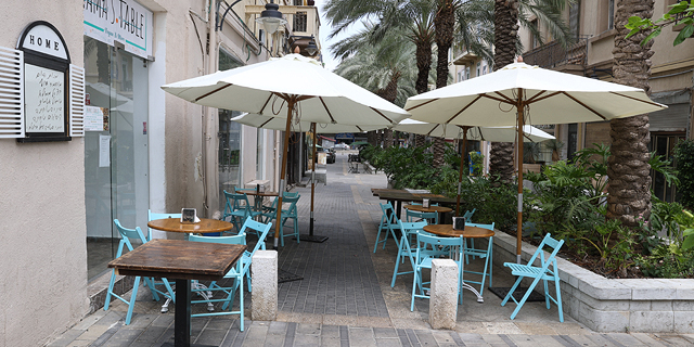 מסעדה ריקה בחיפה, צילום: אלעד גרשגורן