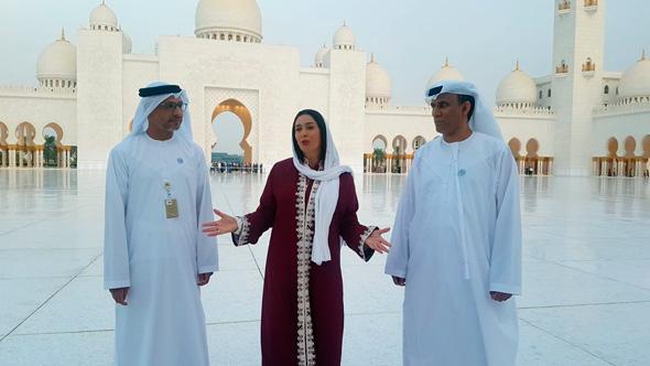 מירי רגב שרת התרבות בביקור במסגד שייח זייד באבו דאבי