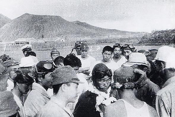 תמונה שצולמה לאחר נחיתת סאקאי, דקות ספורות לפני שהתמוטט, צילום: historynet