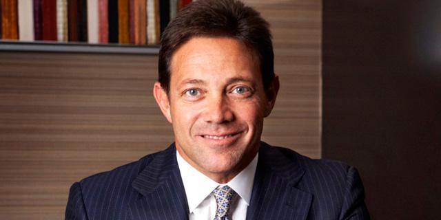 'הזאב מוול סטריט' לוקח צד במאבק בין המשקיעים החדשים לממסדיים