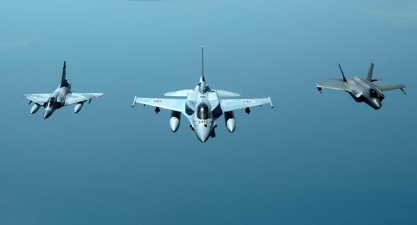 מימין: F35 אמריקאי, F16 ומיראז' 2000 של איחוד האמירויות