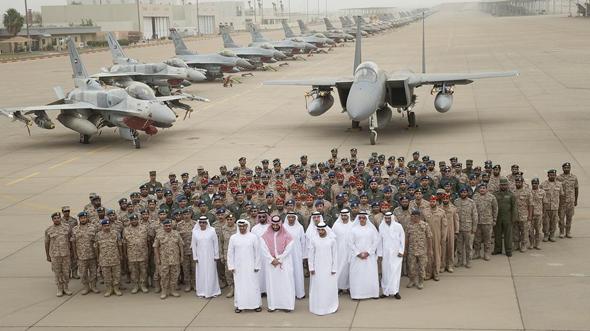 צוותי אוויר של איחוד האמירויות וסעודיה, ומטוסי ה-F15 ו-F16 שלהם