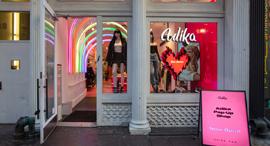 סניף של חברת ה אופנה ה ישראלית עדיקה ב שדרות ברודווי ב ניו יורק