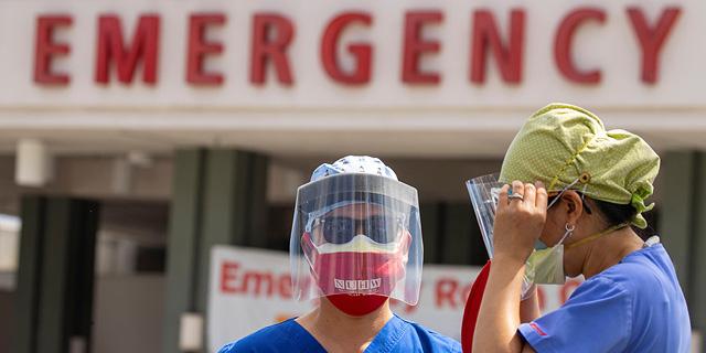 """ארה""""ב: מעל 900 מתים נוספים מקורונה, יותר מ-42 אלף מאובחנים"""