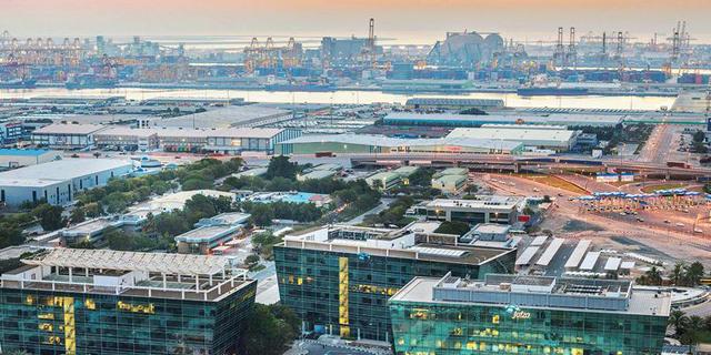 אזור הסחר החופשי Jafza בנמל ג