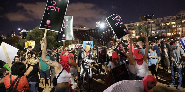"""המפגינים בתל אביב צעדו והודו למשטרה: """"בירושלים מרביצים"""""""