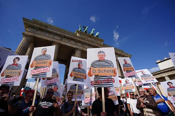 הפגנה בברלין נגד תקנות הקורונה