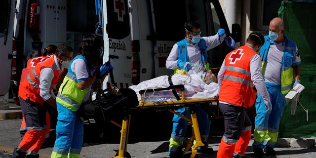 הקורונה בעולם: יותר מ-900 אלף חולים כבר מתו