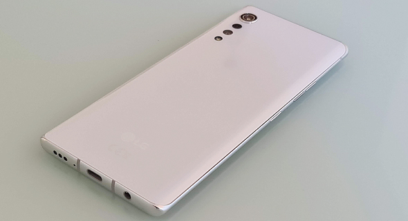 גב מכשיר סמארטפון LG Velvet, צילום: רפאל קאהאן