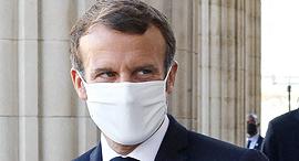 נשיא צרפת עמנואל מקרון עם מסכה, צילום: אם סי טי