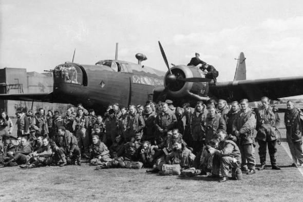 צוותי וולינגטון ומטוסם, צילום: wikimedia