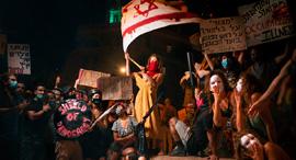 פנאי מגן הדמוקרטיה של הצלם שרון אברהם, צילום: Nati Gold