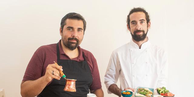 """מימין: איתי סונמז ובנצי אמון ב""""לוקום"""". """"הכל חייב להיות לפי המסורת הטורקית"""", צילום: תומי הרפז"""