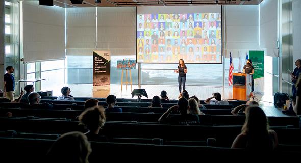 SenseIT speaking at Techstars. Photo: Hanna Taieb