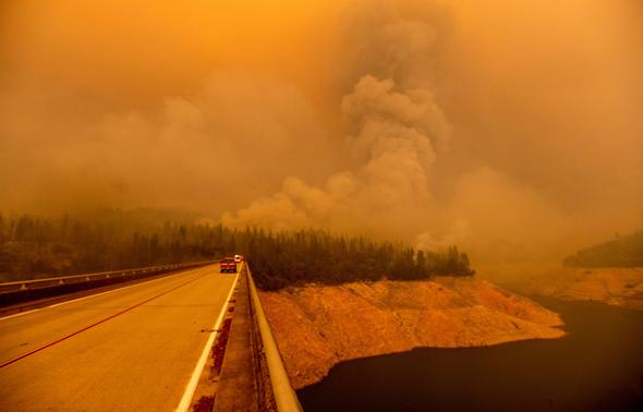 """שריפות ענק במערב ארה""""ב"""