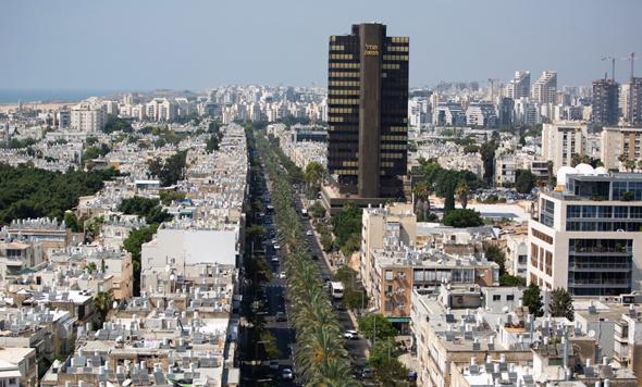מגדל המאה בתל אביב. הנהלת מאוחדת מרוכזת שם