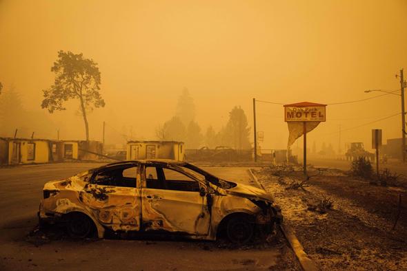 """השריפות בארה""""ב: חצי מיליון פונו באורגון, שיא בקליפורניה"""