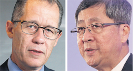 Rivulis chairman Gillon Beck (left) and Temasek chairman Lim Boon Heng. Photo: Amit Shaal, Chris Jac