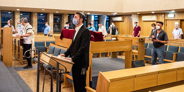 מחקר: תפילה ושירה מגדילים את סיכויי ההדבקה בנגיף