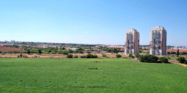 """קרקע ירוקה בהוד השרון זירת הנדלן , צילום: מערכת זירת הנדל""""ן"""