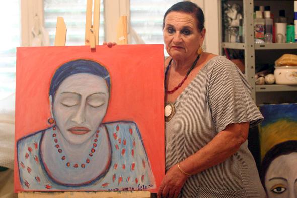 ביאנקה גרשוני עם דיוקן עצמי שציירה