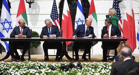 נתניהו חותם על הסכם השלום עם איחוד האמירויות ובחריין