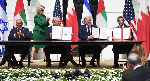 """רה""""מ נתניהו חותם על הסכמי השלום עם איחוד האמירויות ובחריין, צילום: אי פי איי"""